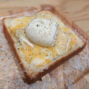 温泉卵のトースト